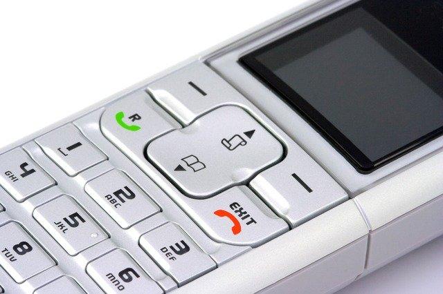 tlačítkový telefon
