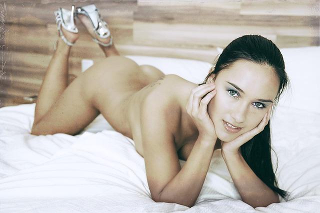 nahá dívka