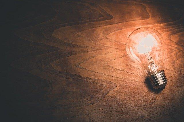 žiarovka svieti bez kábla.jpg