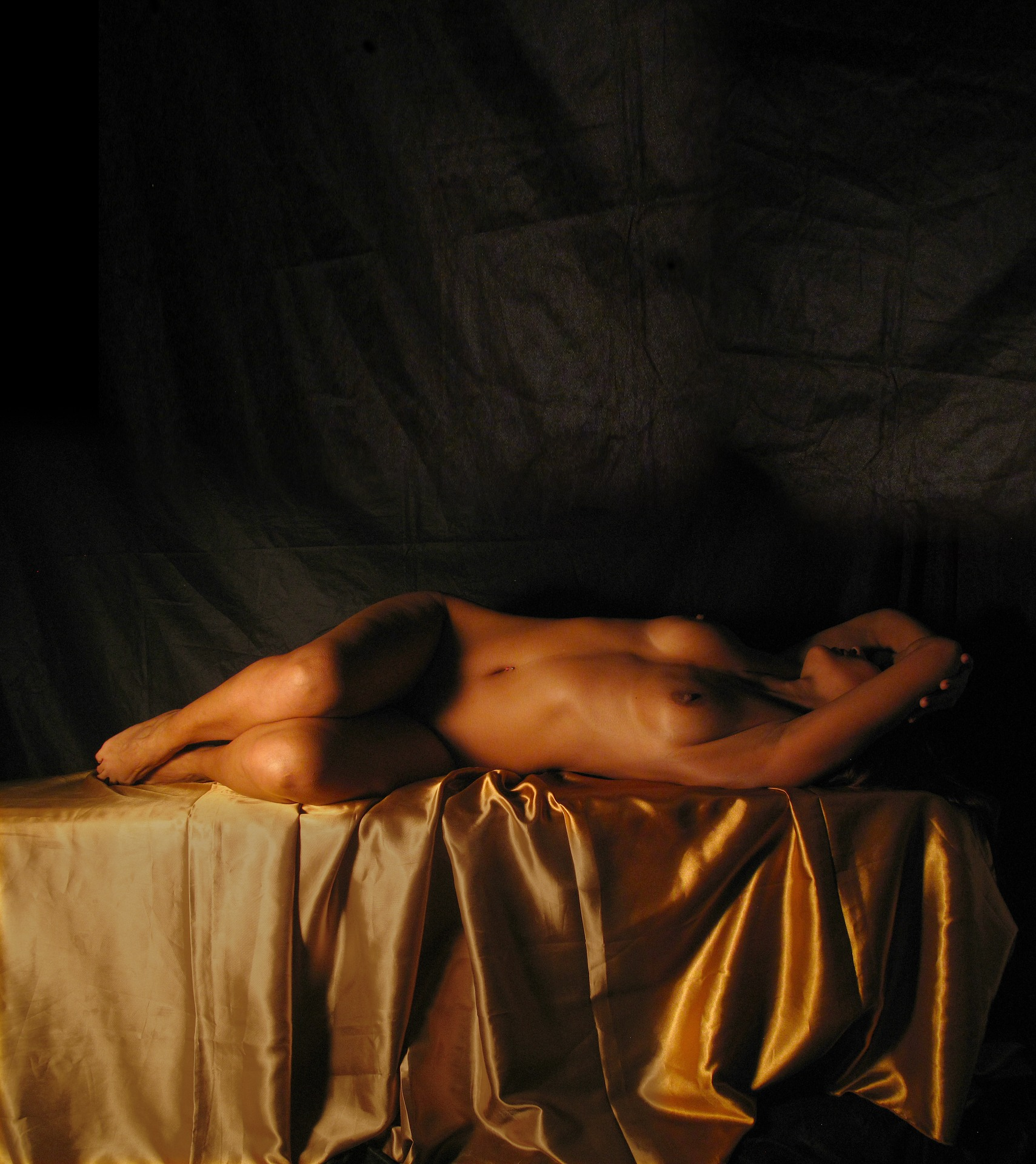 naked-woman-g898eb8fd8_1920